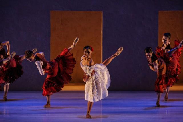 Jeanette Delgado en compagnie de ses danseurs du... (Courtoisie de Daniel Azoulay)