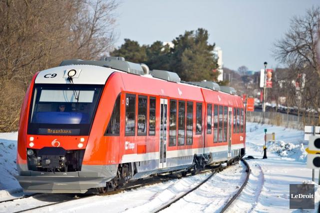 L'O-Train est de retour sur rails le long de la ligne Trillium, depuis mercredi... (Martin Roy, Archives LeDroit)