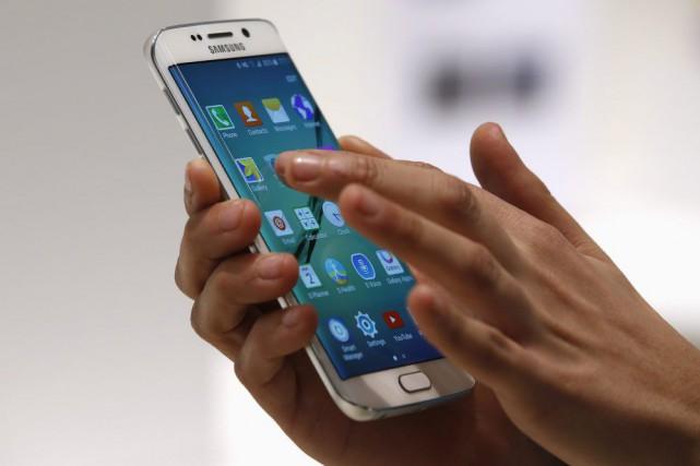 Le Galaxy S6 peut être utilisé avec une... (PHOTO GUSTAU NACARINO, REUTERS)
