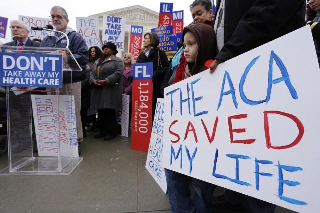 Des partisans du président Barack Obama ont manifesté,... (PHOTO JONATHAN ERNST, REUTERS)