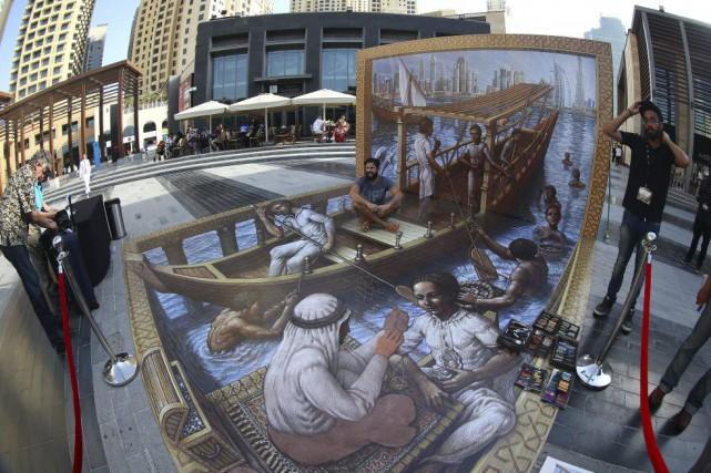 Une oeuvre en 3D du créateur américain Kurt... (PHOTO MARWAN NAAMANI, AFP)