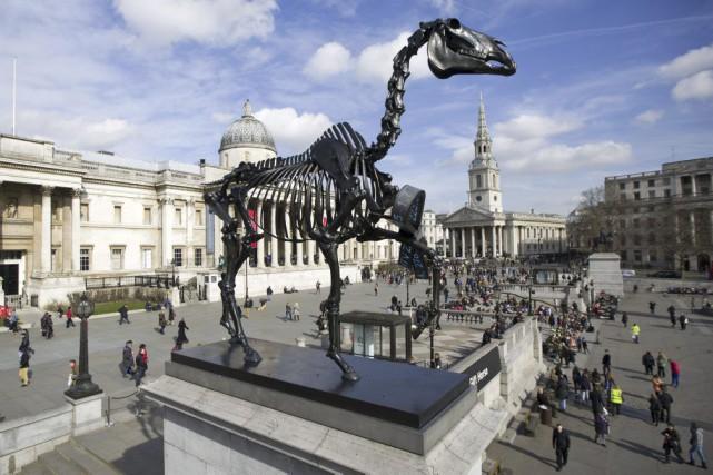IntituléeGift Horse, la sculpture équestre en bronze est... (PHOTO JUSTIN TALLIS, AFP)