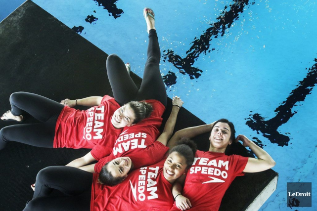 Quatre plongeuses de l'équipe canadienne, alias le «Fab... (Patrick Woodbury, LeDroit)
