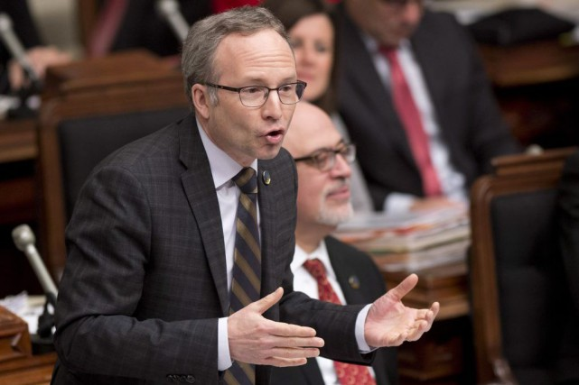 Le ministre Coiteux a invité les représentants syndicaux... (PHOTO JACQUES BOISSINOT, LA PRESSE CANADIENNE)