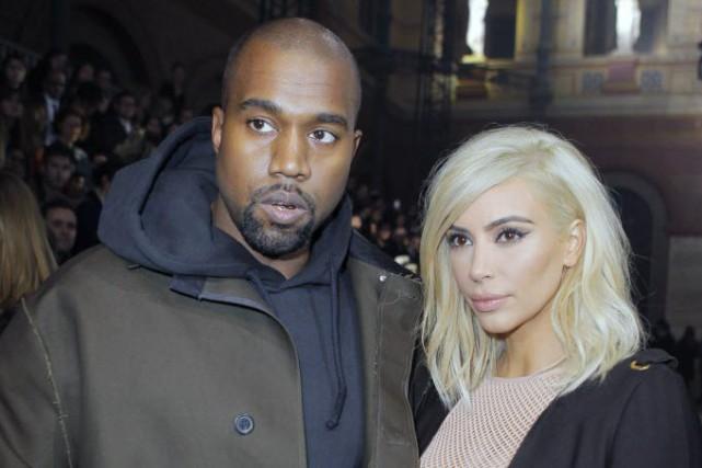 Kanye West et Kim Kardashian à leur arrivée... (Photo Jacques Brinon, AP)