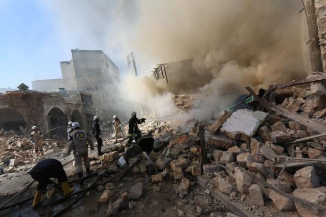 Au moins 22 civils ont péri, dont huit... (PHOTO AMC/ZEIN AL-RIFAI, AFP)