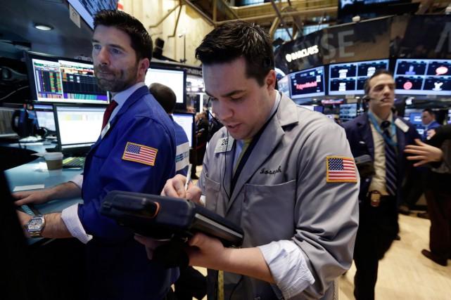 Wall Street a chuté vendredi, les excellents chiffres du chômage faisant... (PHOTO RICHARD DREW, ARCHIVES AP)