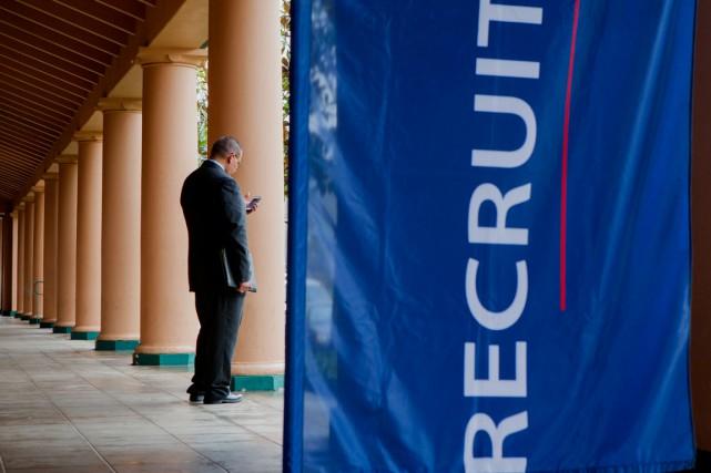 Le chômage a continué de baisser en février aux États-Unis, tombant à son plus... (PHOTO ARCHIVES BLOOMBERG)