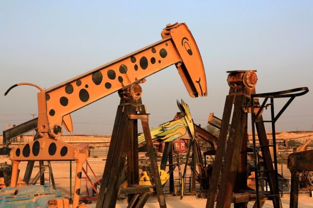 Un puits de pétrole à Sakhir,au Bahreïn.... (PHOTO HASAN JAMALI, ARCHIVES AP)