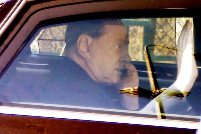 Berlusconi a passé vendredi sa dernière journée au... (PHOTO LUCA BRUNO, AP)