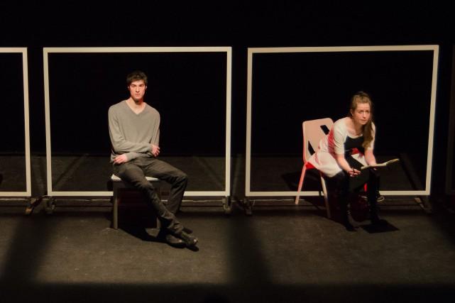 Simon Beaulé-Bulman et Catherine Chabot dans Chatroom... (PHOTO FOURNIE PAR LE THÉÂTRE QUAT'SOUS)