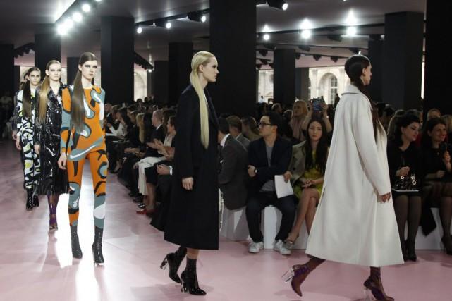 Pour Dior, le créateur Raf Simons a repris... (Photo Francois Mori, AP)