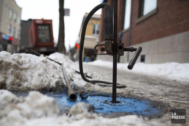 À Montréal, la principale méthode employée pour dégeler... (MARTIN TREMBLAY, LA PRESSE)