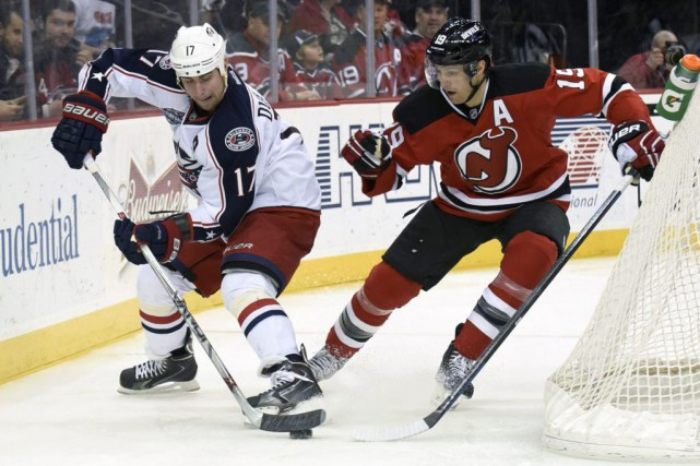 Brandon Dubinsky face à Travis Zajac... (Photo Bill Kostroun, AP)