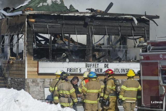 Les flammes ont détruit la Ferme Rouge en... (Martin Roy, Archives LeDroit)