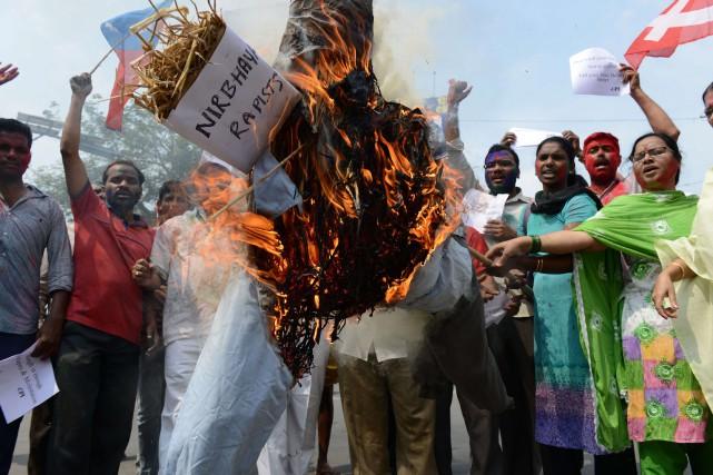 Des militants du Parti communiste d'Inde ont manifesté... (PHOTO NOAH SEELAM, AFP)