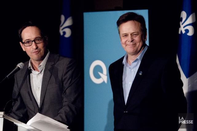 Le candidat du PQ Sylvain Rochon (à droite)... (PHOTO OLIVIER JEAN, ARCHIVES LA PRESSE)