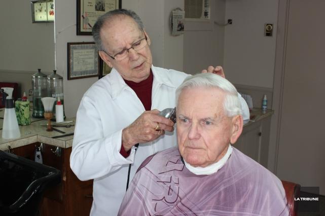 Après 56 ans du métier de barbier, Sylvio... (La Tribune, Yvan Provencher)