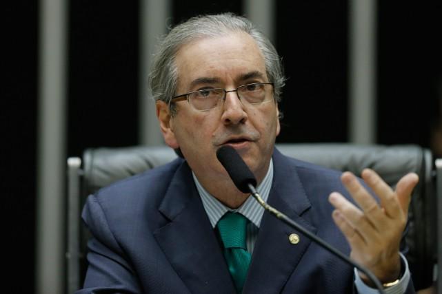 Le président de la Chambre des députés et... (Photo Eraldo Peres, AP)