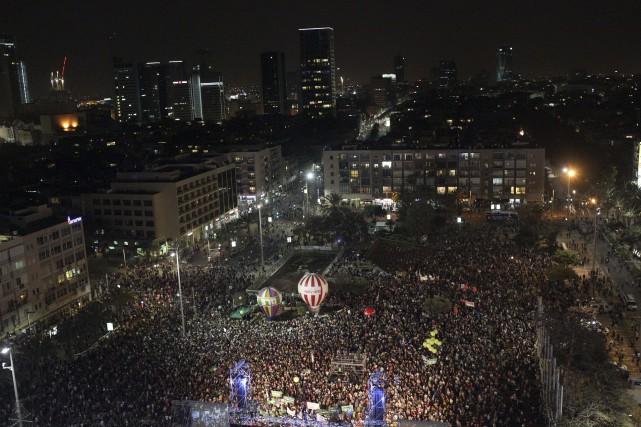 Selon les organisateurs, 50 000 personnes étaient rassemblées... (Photo Ariel Schalit, AP)