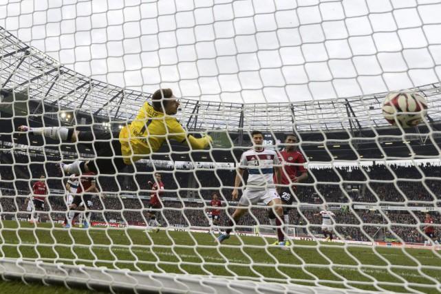 Thomas Müller a réussi un doublé pour leBayern.... (PHOTO ODD ANDERSEN, AFP)