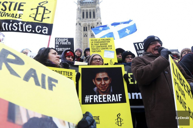 Une manifestation pour la libération de Raif Badawi... (PHOTO ARCHIVES LE DROIT)