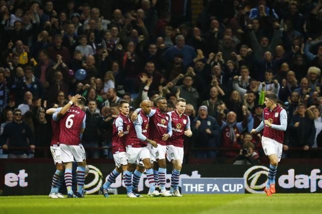 Aston Villa s'est offert une demi-finale de Coupe... (Photo Darren Staples, Reuters)