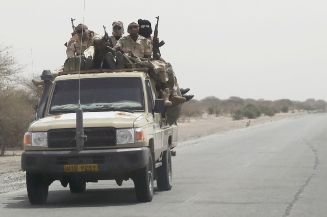 Des soldats du Tchad en direction de la... (PHOTO JEROME DELAY, ARCHIVES AP)