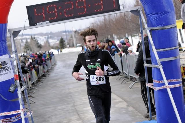 L'Almatois Joé Dufour est devenu le premier athlète... ((Photo Mariane L. St-Gelais))