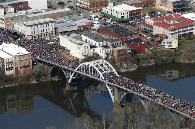 La police a estimé que la foule comptait... (Photo: AP)