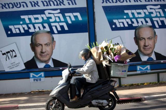 Une affiche électorale de Benyamin Nétanyahou à Tel... (Photo: AFP)