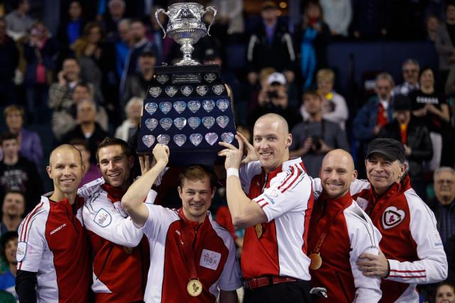 La première équipe à porter les couleurs d'Équipe Canada au Championnat... (Photo Jeff McIntosh, PC)