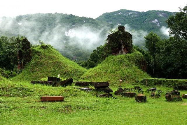 Les superbes ruines de My Son attirent les... (PHOTO Valérie Pelletier, COLLABORATION SPÉCIALE)