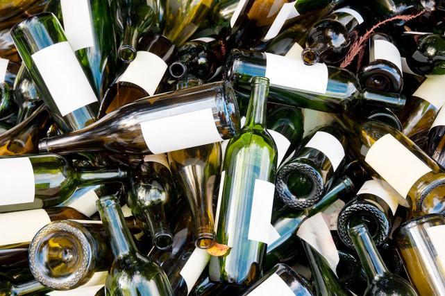 Certains proposent de consigner les bouteilles de vin pour encourager les... (Shutterstock, Dmitriy Bryndin)