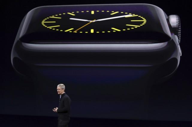 Le pdg d'Apple, Tim Cook, a présenté lundi... (AP, Eric Risberg)