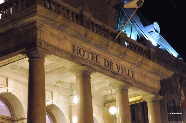 Onze millions de dollars, c'est le montant que souhaite économiser la Ville de... (Archives La Tribune, Maxime Picard)