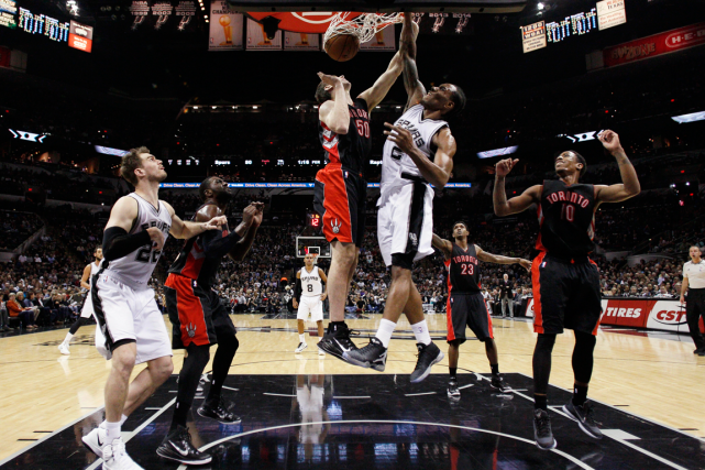 Kawhi Leonard (2) a inscrit 24 points dans... (Photo Soobum Im, USA Today)