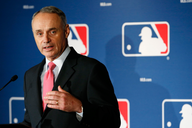 Le commissaire du baseball majeur, Rob Manfred, a... (Photo Ross D. Franklin, AP)