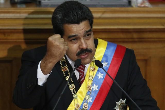 Le présidentMaduro a aussi appelé la population vénézuélienne... (PHOTO CARLOS GARCIA RAWLINS, ARCHIVES REUTERS)
