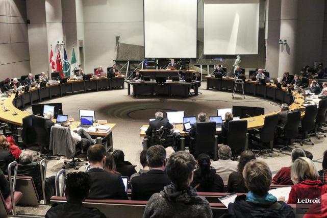 Le conseil municipal d'Ottawa a adopté son budget... (Patrick Woodbury, LeDroit)