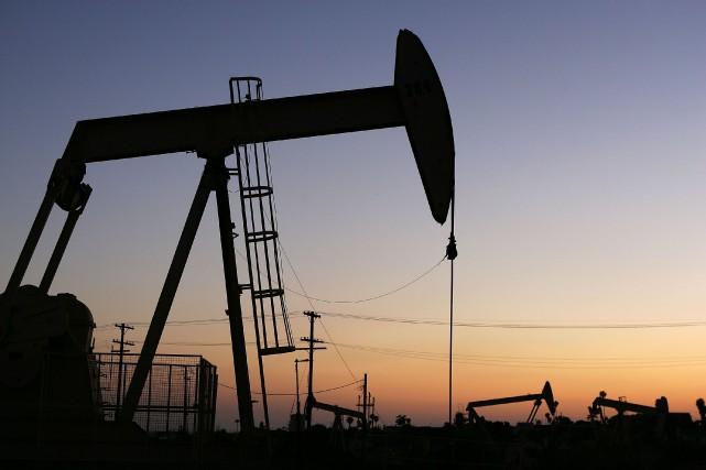 Les cours du pétrole se sont tassés mercredi à New York et ont monté à Londres,... (PHOTO ARCHIVES AFP)