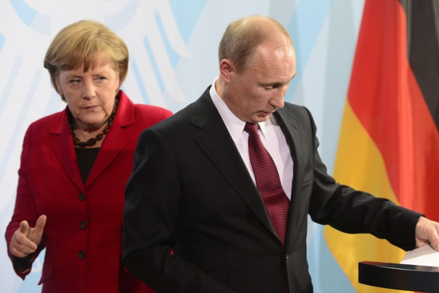 Angela Merkel et Vladimir Poutine après une conférence... (Archives AFP)