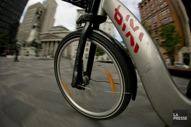 Les stations BIXI devraient commencer à faire leur... (Photo David Boily, archives La Presse)