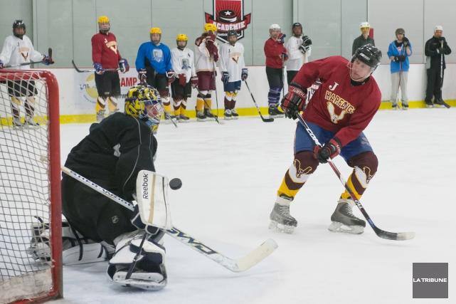 Quatre anciens joueurs du Canadien de Montréal participeront à la quatrième... (Archives La Tribune, Jessica Garneau)