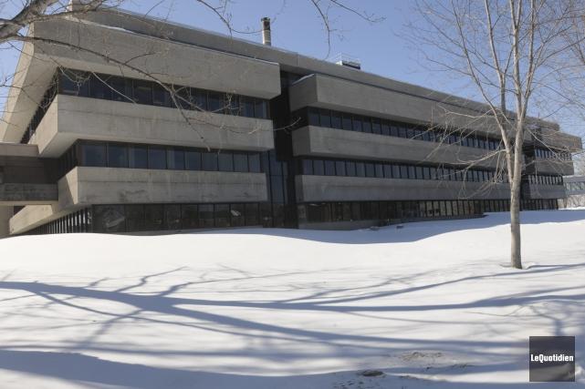 La haute direction de l'Université du Québec à... ((Photo Le Quotidien, Michel Tremblay))