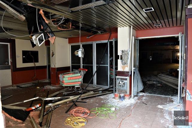 Le hall d'entrée de l'ancien cinéma Place Charest... (Le Soleil, Patrice Laroche)