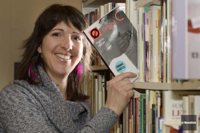 L'auteure Nadine Poirier publie son nouveau roman jeunesse... (Photo: Sylvain Mayer, Le Nouvelliste)