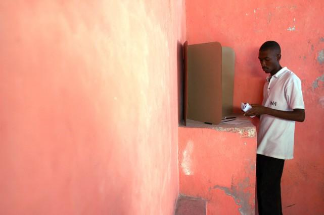 Les élections législatives auraient dû avoir lieu en... (PHOTO HECTOR RETAMAL, ARCHIVES AFP)