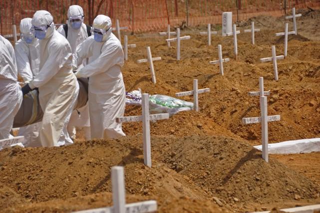 L'épidémie de fièvre hémorragique Ebola en Afrique de... (PHOTO ABBAS DULLEH, AP)