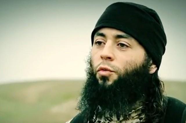 Dans l'enregistrement vidéo diffusé par l'EI, l'homme qui... (PHOTO ARCHIVES AFP/AL-FURQAN MEDIA)